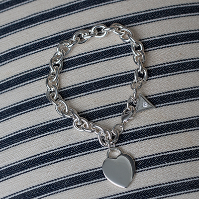 "GUESS<sup>&reg;</sup> Classic Heart Charm Bracelet - This polished silver-tone finished bracelet is 8 inches in length and features the Guess<sup>&reg;</sup> ""G"" engraved logo heart charm with a lobster claw clasp."